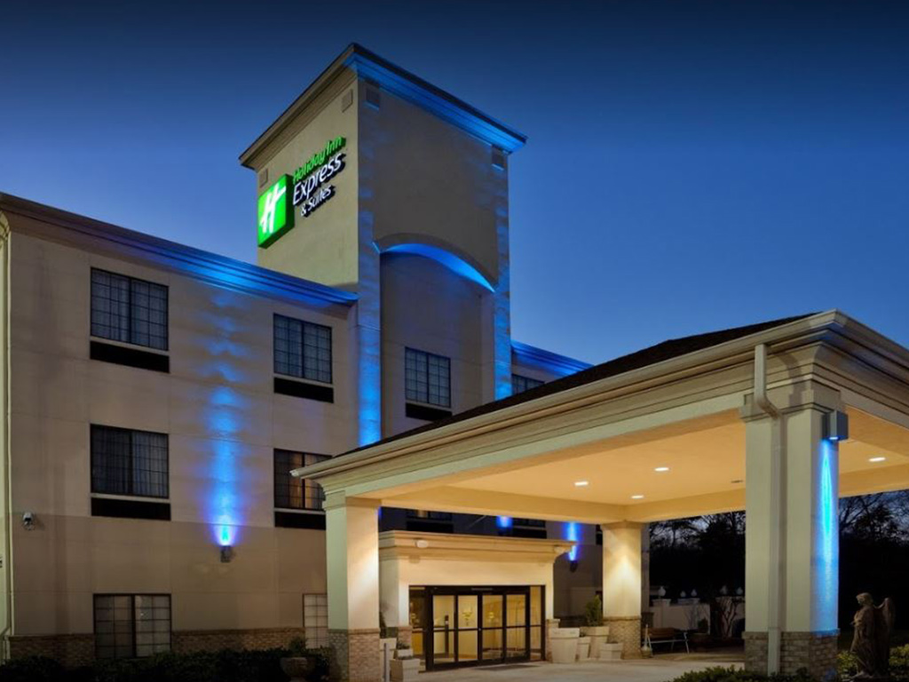 Holiday Inn Express & Suites Night